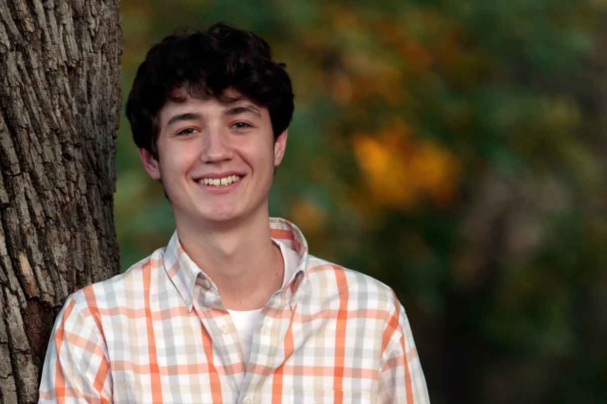 Webster Groves student named Schneider recipient
